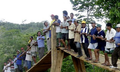 Design, planning and construction of footbridge with local ressouces. Puente Machingero, Peru